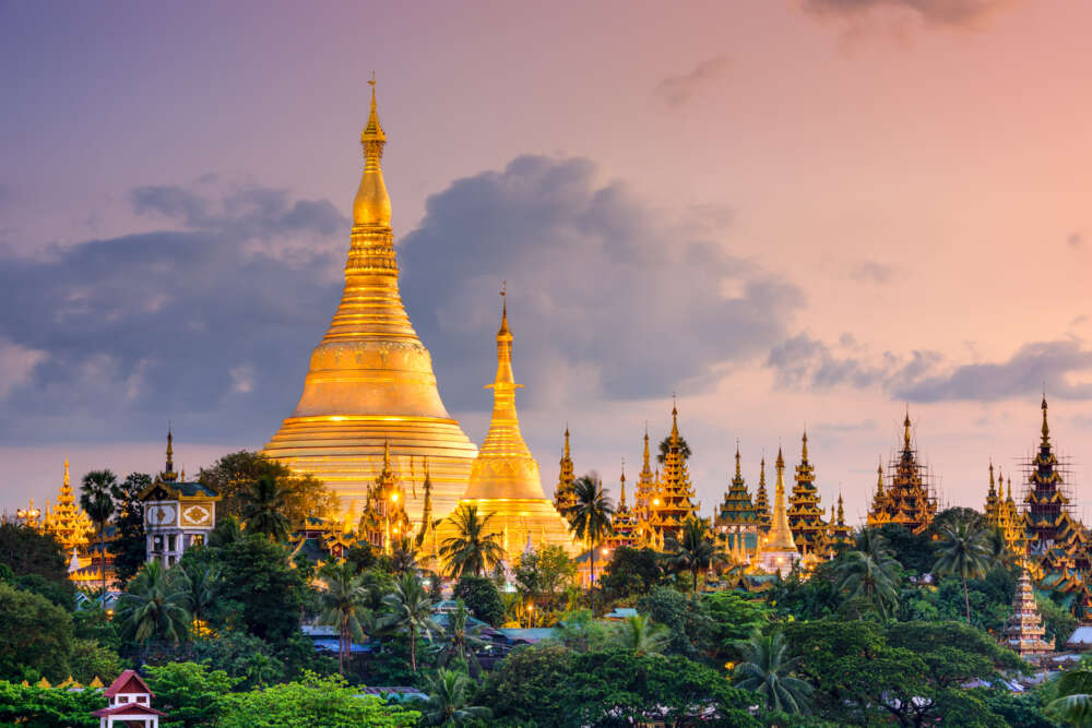 Travel and tour in Myanmar: Shwedagon Pagoda