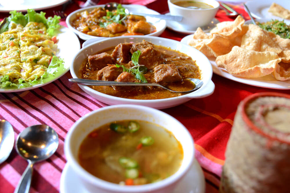Travel and tour in Myanmar: local food