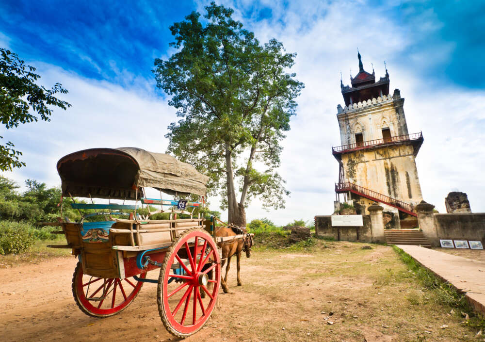 Travel and tour in Myanmar: horse carriage