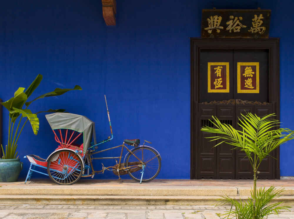 Northern Malaysia tour: blue house with a Tricycle in front