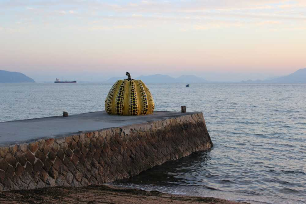 Japan cultural tour: Naoshima beach
