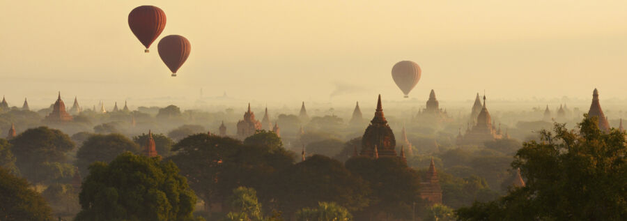 ballooning over bagan: a nice activity to experience during a adventure holiday in Asia