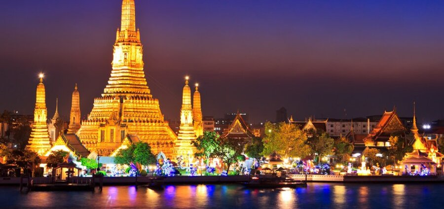 discover wat arun by night during your days in bangkok