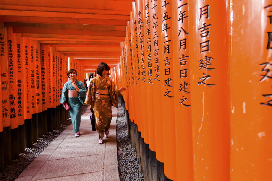 japan tour package: an unidentified Japanese woman walk at Fushimi Inari Taisha Shrine